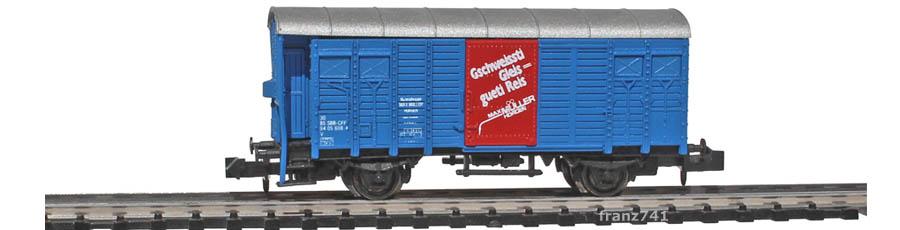 AKU-9058-K3-Gedeckter-Gueterwagen-Bremserhaus-SBB-blau-Gschweissti-Gleis