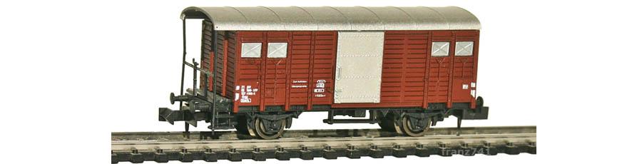 Hobbytrain-31072-Gedeckter-Gueterwagen-Haltestangen-SBB-braun