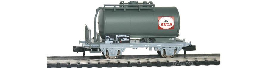 Minitrix-15644-07-12-Kesselwagen-SBB-AVIA