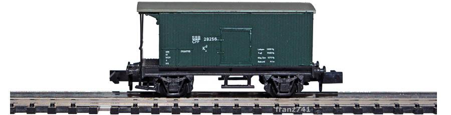 Swisstoys-11-V1-Kd-Gedeckter-Gueterwagen-Bremserbuehne-gruen-SBB
