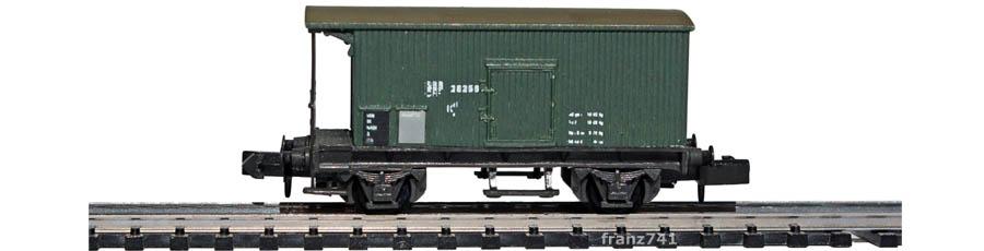Swisstoys-11-V2-Kd-Gedeckter-Gueterwagen-Bremserbuehne-gruen-SBB