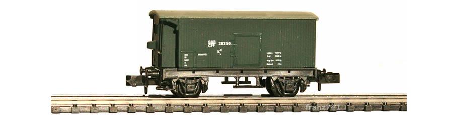 Swisstoys-17-Kd-Gedeckter-Gueterwagen-Bremserhaus-gruen-SBB