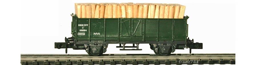 Swisstoys-34a-L7-Hochbordwagen-gruen-SBB-Holz-Ladung