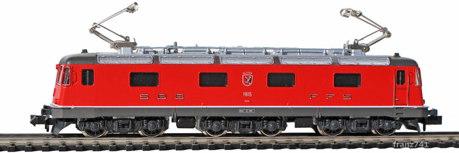 Kato-Hobbytrain-1106_Re_6-6_SBB-11615-Kloten.jpg