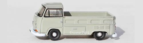 PKWs-Oxford-Diecast-NVW002-VW-T2-Pick-Up-hellgrau