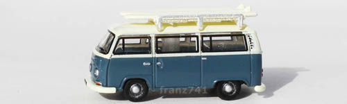 PKWs-Oxford-Diecast-NVW003-VW-T2-Bus-mit-Surfbretter-blau-creme