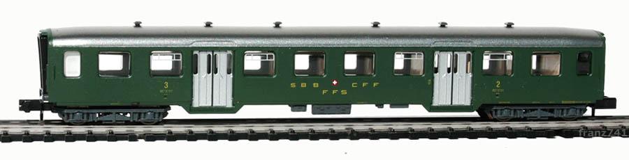 Arnold-3702-Leichtstahl-Personenwagen-SBB-2-3Klasse