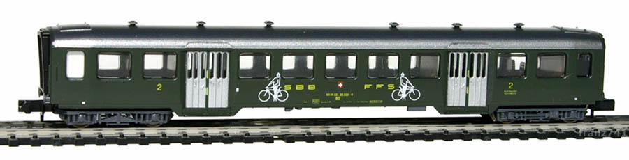 Arnold-3703-Leichtstahl-Personenwagen-SBB-2Klasse-Veloabteil