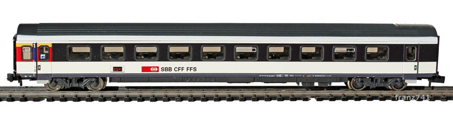 Fleischmann-8902-05-EW-IV-New-Look-Personenwagen-SBB-1Klasse-Serviceabteil_Seite1