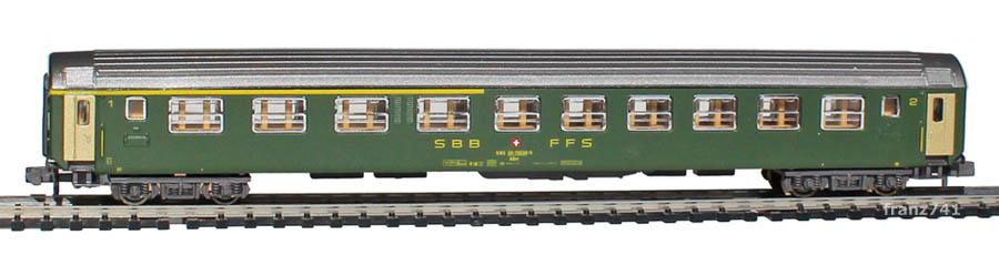 Kato-Hobbytrain-20012-UIC-Personenwagen-SBB_1-2Klasse-altes-Logo