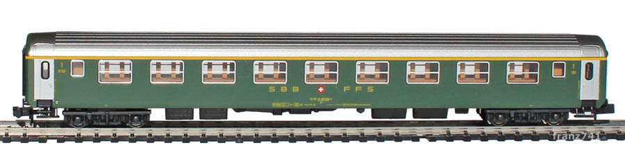 Kato-Hobbytrain-23114-UIC-Personenwagen-SBB_1Klasse-altes-Logo