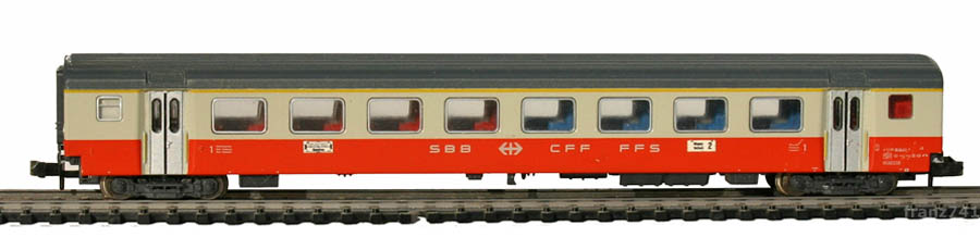 Minitrix-11031-2-SwissExpress-Personenwagen-SBB-1Klasse