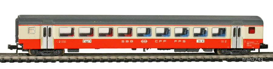 Minitrix-11031-3-SwissExpress-Personenwagen-SBB-2Klasse