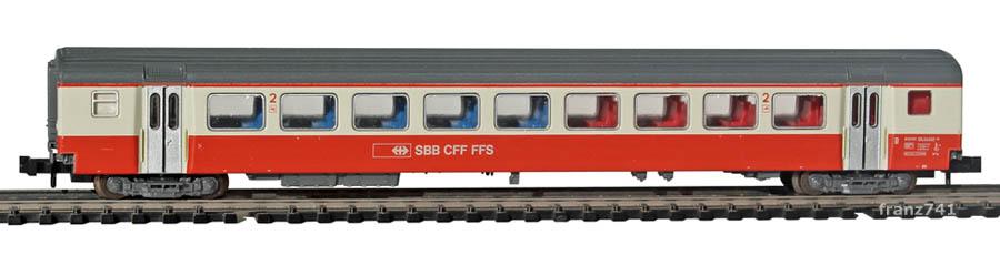 Minitrix-13321-SwissExpress-Personenwagen-SBB-2Klasse