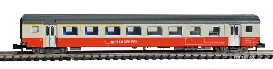 Minitrix-13322-SwissExpress-Personenwagen-SBB-1Klasse-mit-Gepaeckabteil-Seite1