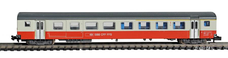 Minitrix-13322-SwissExpress-Personenwagen-SBB-1Klasse-mit-Gepaeckabteil-Seite2