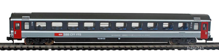 Minitrix-13709-2-EC-Personenwagen-SBB-2Klasse