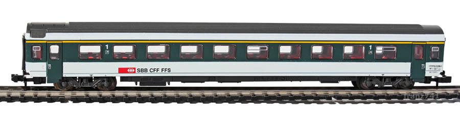 Roco-24274-V2-Personenwagen_SBB_1Klasse