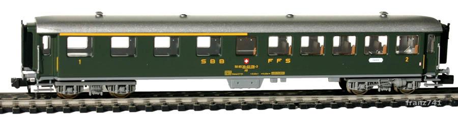 verk-Fleischmann-8138-Stahl-Personenwagen-SBB-1-2Klasse